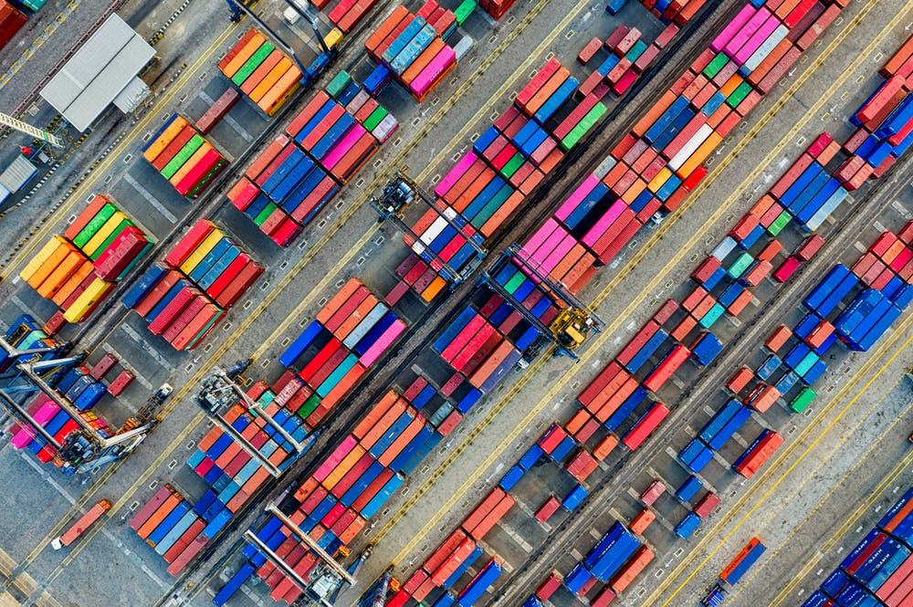 gekleurde containers